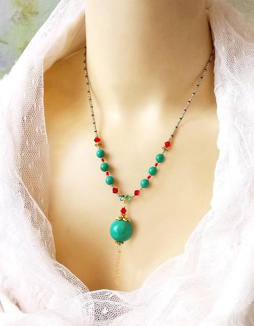 Collier pendentif Turquoise / rouge, pierre de turquoise verte et cristal de Swarovski / laiton doré