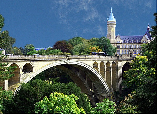 800px-Luxembourg Pont Adolphe