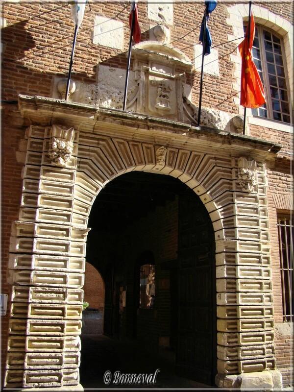 Tarn Portail d'entrée Louis XIII  de l'Hôtel de Ville 17ème siècle Albi