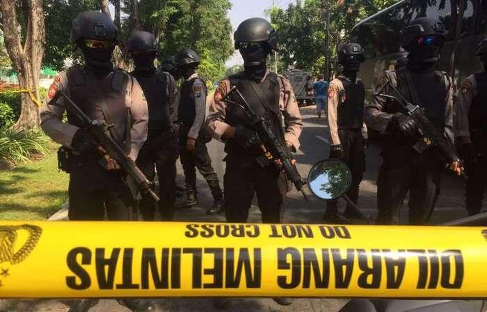 Indonésie: 6 morts et 35 blessés dans des attaques contre des églises