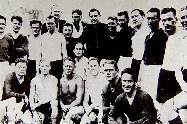 1942 08 09 Kiev, équipes soviétique-allemande avant le match