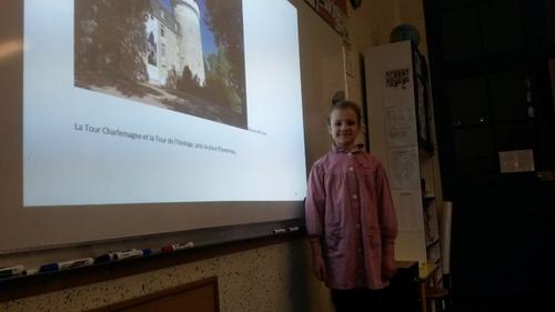 Maélys présente son exposé sur Tours