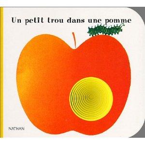 Un petit trou dans une pomme !