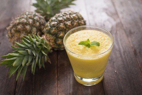 Smoothie-aloe-vera-pomme-ananas-500x334