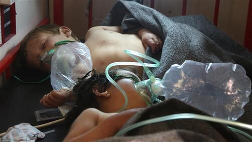 Des enfants victimes de la contamination à Idlib. ©AFP