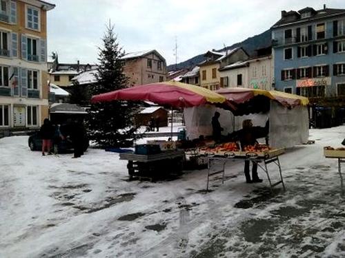 marché sous la neige