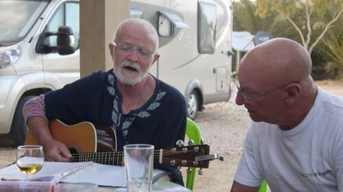 Pierre à la guitare