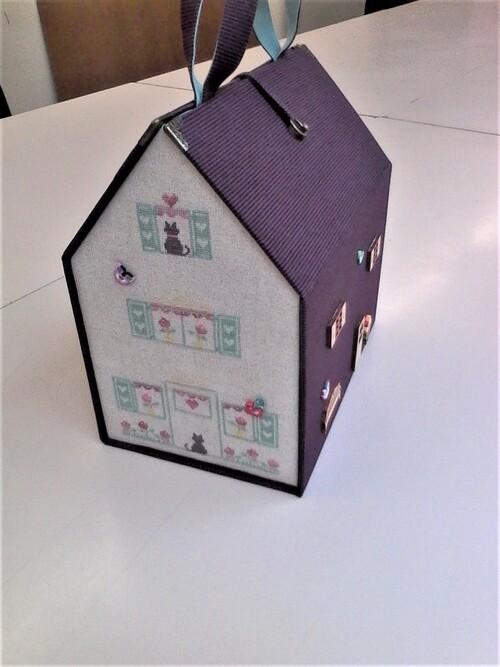 boîte en forme de maison