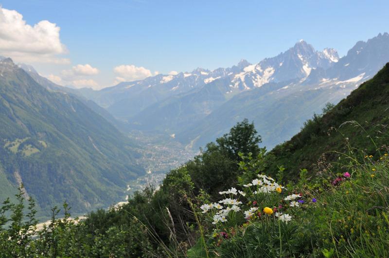 Mont-Lachat sur le tracé du TMB, vue vers la vallée de Chamonix