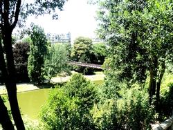 * Au Parc des Buttes Chaumont