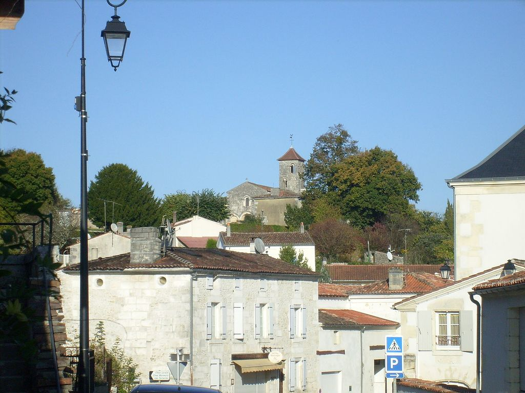 Saint-Bris-des-Bois, exterior, October 2008.jpg