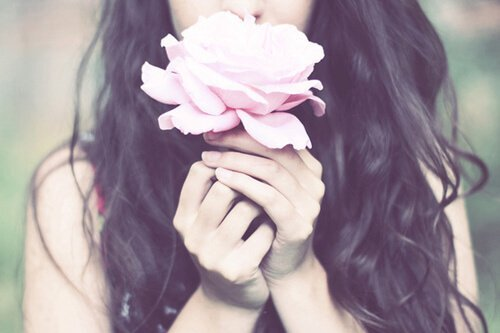 tumblr_static_flower-girl-hair-hands-pink-rose-rose-favim-com-54614