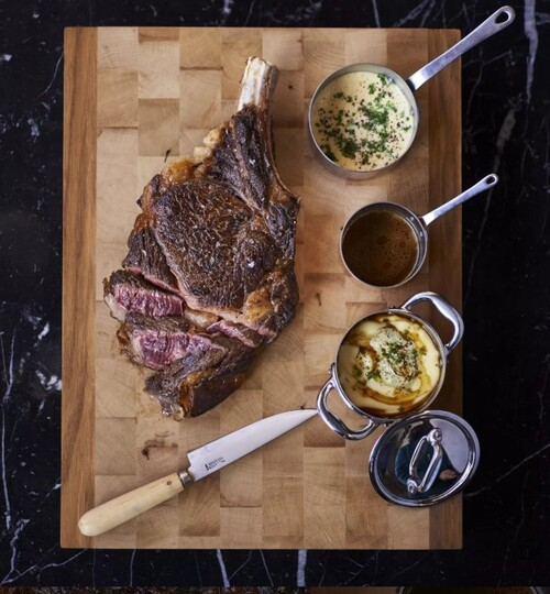 Côte de bœuf et sauce hollandaise au poivre sauvage
