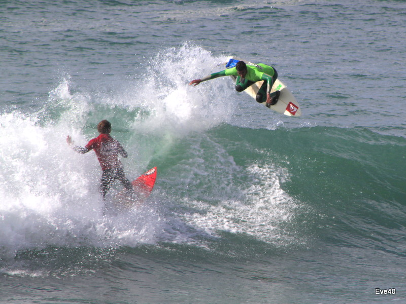 Le surf , un sport acrobatique.