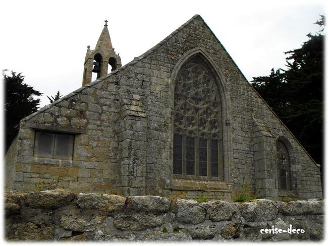 la chapelle de beuzec près de la pointe de la torche dans le finistère