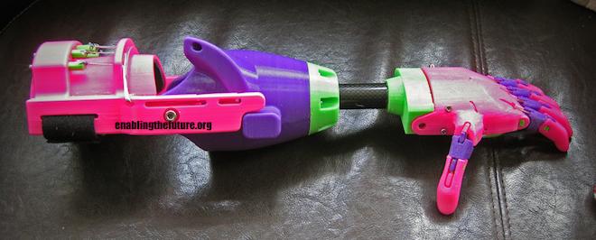 Un enfant va recevoir une prothèse de main imprimée en 3D