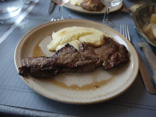 Bœuf et aligot en plat principal