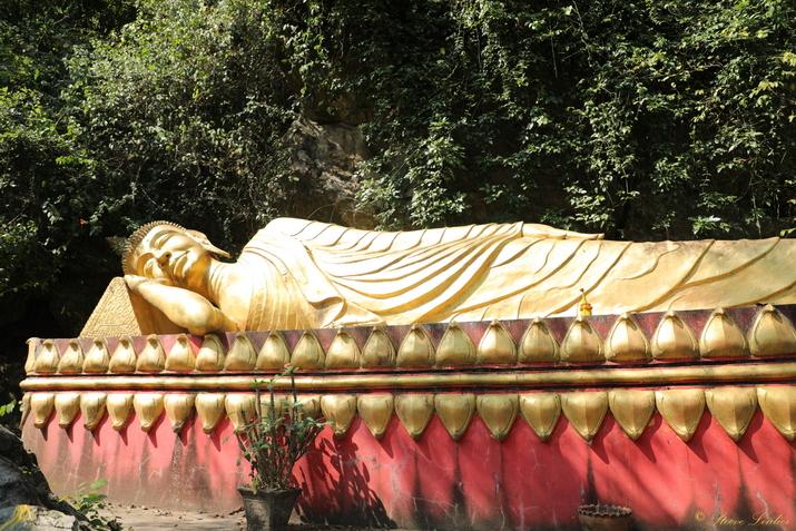 Bouddha couché sur le Mont Phousi, Luang Prabang