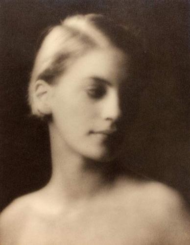 Mélancolie au féminin dans la photographie