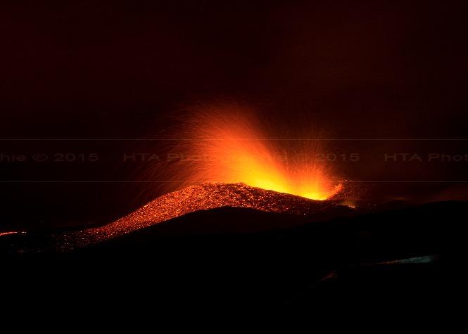 Nouveaux clichés de l'éruption, au plus près de la lave...