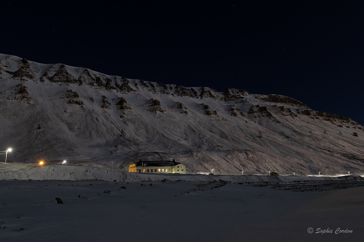 Longyearbyen by (polar) night - suite et fin