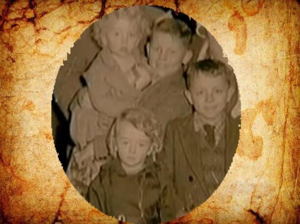 Colm dans ses bras sa soeur , son jeune frère et son autre jeune soeur