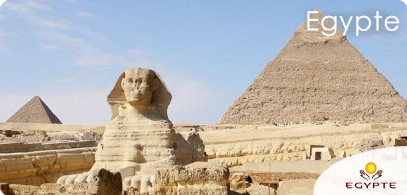 Égypte: quatre morts dans l'explosion d'un bus de touristes près des pyramides