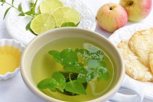 6 infusions qui vous aideront à désintoxiquer votre corps