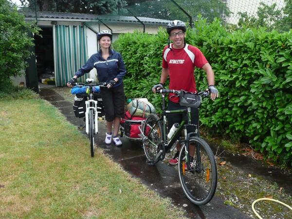 Des campeurs à bicyclette dans notre jardin !