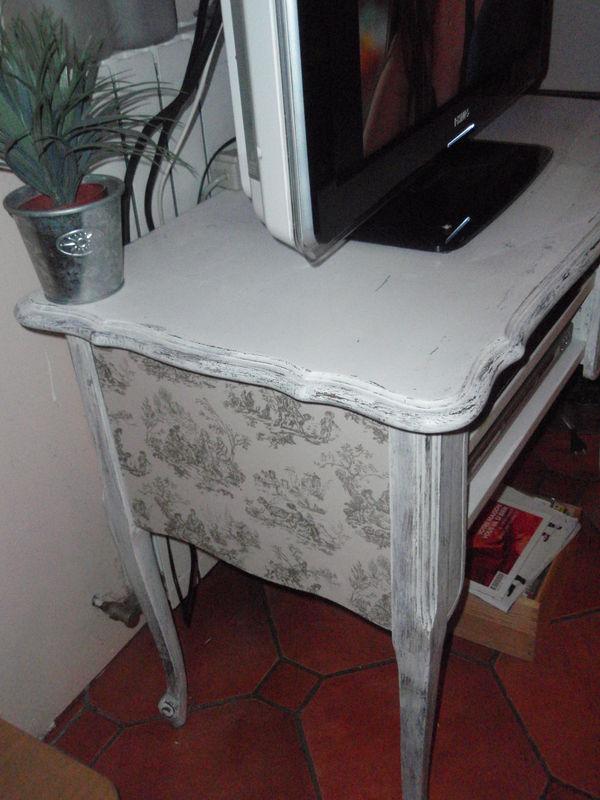un meuble tv les petits tr sors de marie. Black Bedroom Furniture Sets. Home Design Ideas