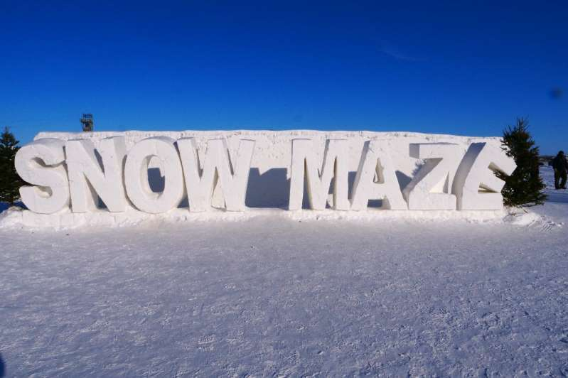 Le plus grand labyrinthe de neige au monde accueille les visiteurs dans ses 2.789,11 m²