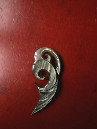 Blog de usulebis :Usulebis ,Artisan créateur de bijoux polynésiens , contact : usulebis@hotmail.fr, bijoux en nacre' ref:N/010'