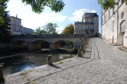 Un pont sur la Seurre à Jonzac