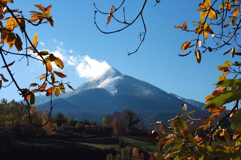 Le Cagire (1911 m) est entré en éruption
