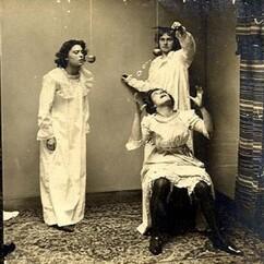 Femmes en Chemise de nuit 1890