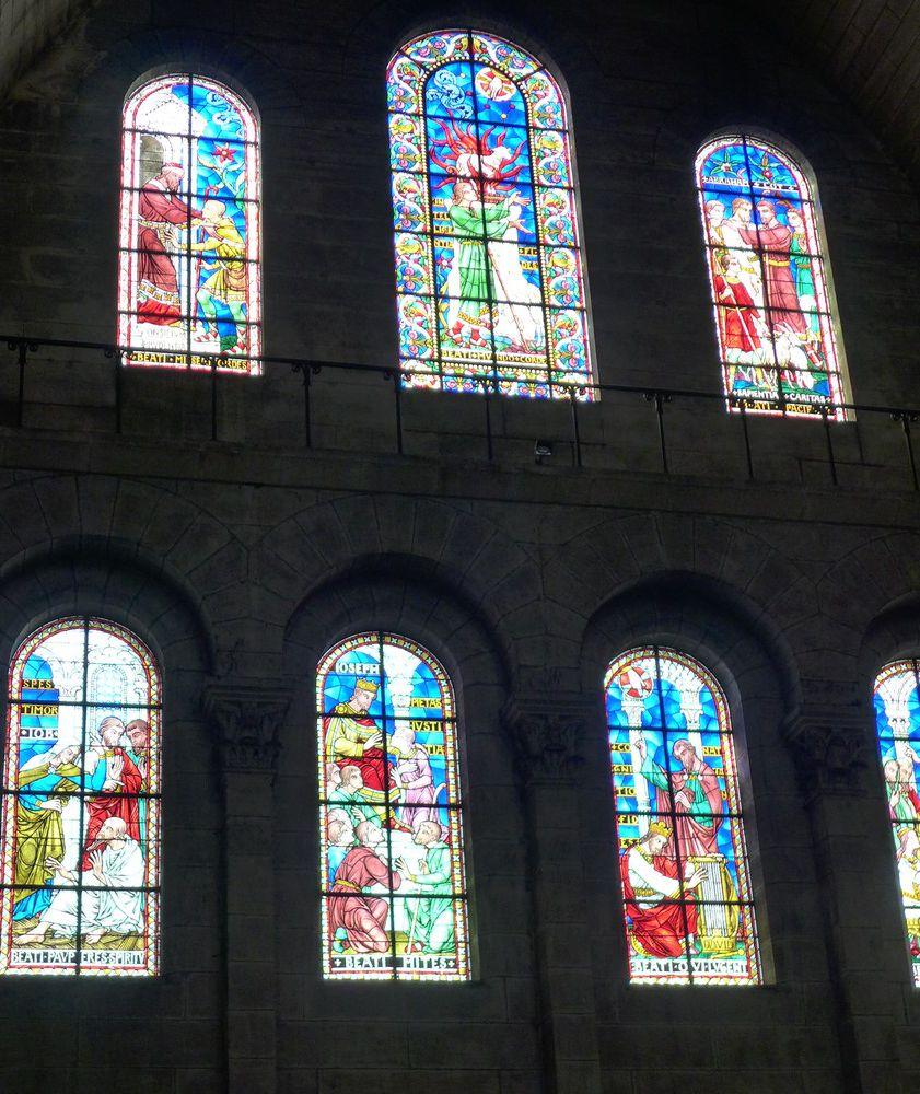 Les vitraux de la Cathédrale Saint-Font, à Périgueux...