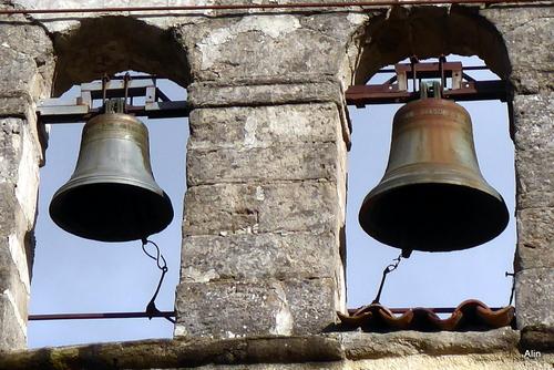Cloches sur un clocher mur du Lauragais