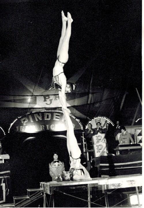 les ALEXIS SISTERS au cirque Pinder Jean Richard en 1979