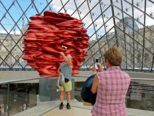 Cragg Versus Touristes Louvre