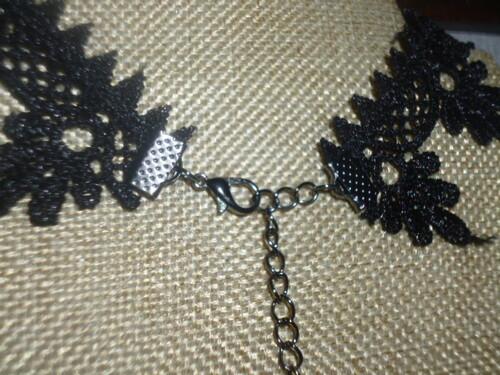 Colliers fantaisies dentelle noire