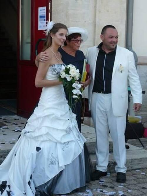Comme une coïncidence deux amis que je connais presque depuis la création de mon blog  ont eu la joie  d'assister au mariage de leurs enfants… à une semaine d'intervalle.