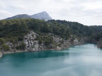 Arrivée au lac de Bimont