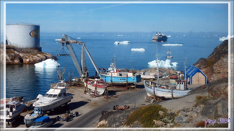 Le port de pêche d'Ilulissat vu du bus - Groenland