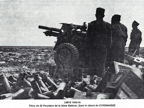 Libye 42-43 Piece 25 pounders de la 3e batterie dans le désert de Cyrénaique