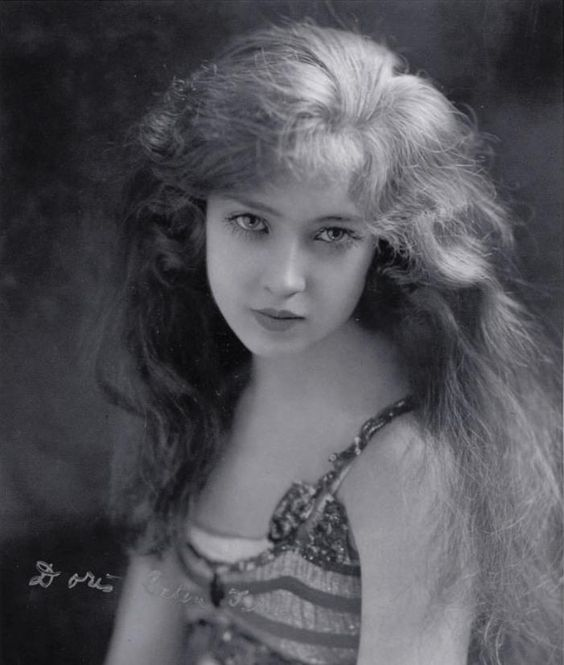 Doris Eaton was the last living Ziegfeld girl (1904 - 2010 ) In 1918, at the age of 14, she joined the famed Ziegfeld Follies as the youngest Ziegfeld Girl ever cast in the show.  What a beauty.: