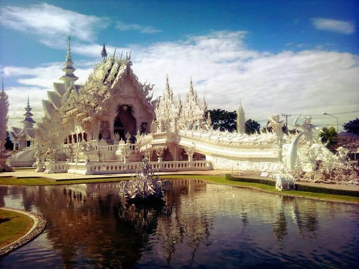Connu Des Étrangers Comme LeTemple Blanc -  C'est Un Temple Bouddhiste Non Conventionnel Contemporain -