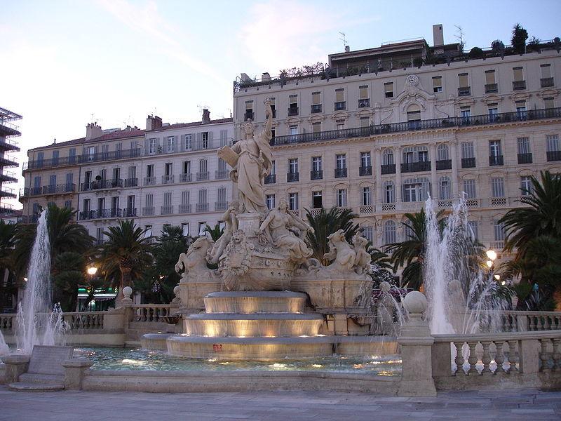 800px-Toulon_place_de_la_liberte-fontaine.jpg
