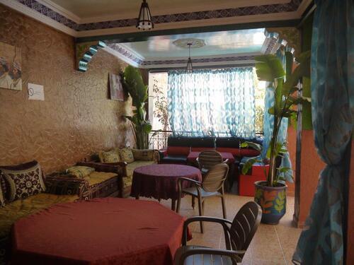 Salon sous les arcades