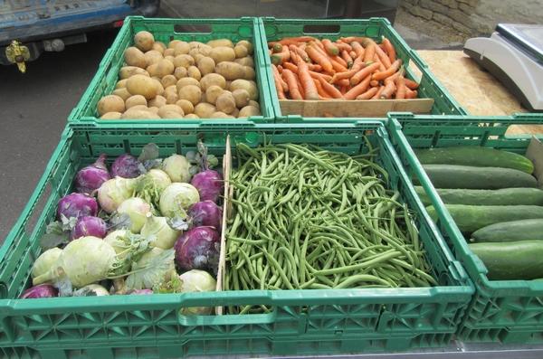"""""""Le jardin du Viaduc"""" de Sainte Colombe sur Seine, vend ses légumes-bio devant la boulangerie """"Les épis d'Antide"""" tous les mardis soirs"""