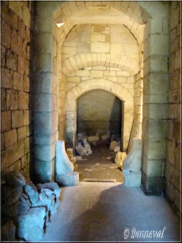 """Abbaye de Fontdouce 12 ème siècle Charente-Maritime """"l'enfermerie"""" cachot pour les moines fautifs"""